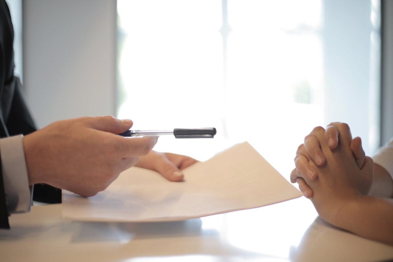 Kdaj je delavec upravičen do nadomestila za brezposelnost?