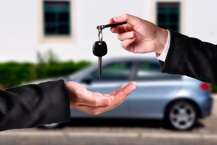 Kakšen so postopki (in razlike) prepisa avtomobila s prodajno in darilno pogodbo
